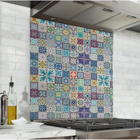 Fond de hotte effet carreaux de mosaïque fleuris