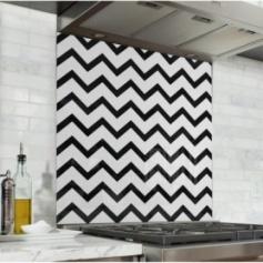 Fond de hotte avec zigzag noir et blanc