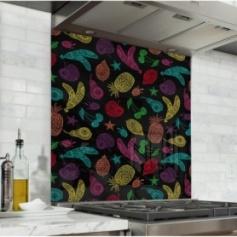 Fond de hotte noir avec dessins de fruits colorés, style ethnique