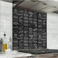 Fond de hotte effet ardoise avec dessins d'aliments à la craie blanche