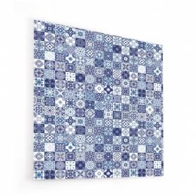Fond de hotte avec carreaux de fleurs bleues