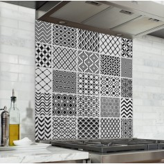 Fond de hotte effet carreaux de ciment style géométrique noir et blanc