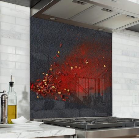 Fond de hotte noir avec poudre de piment rouge sur ardoise
