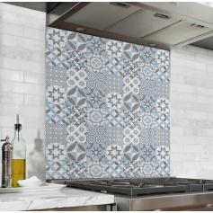 Fond de hotte effet Carreaux de ciments motif géométrique bleu gris clair blanc