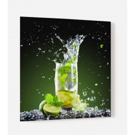 Fond de hotte noir avec cocktail mojito et citrons verts