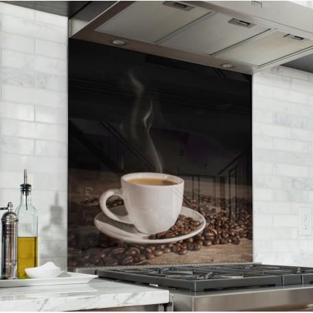 Fond de hotte noir avec tasse de café fumante