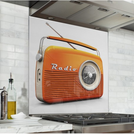 Fond de hotte blanc avec radio vintage orange