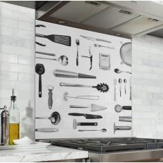 Fond de hotte avec couteaux et ustensiles de cuisine en inox/alu