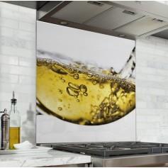Fond de hotte blanc avec verre de vin blanc