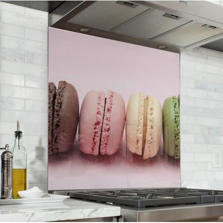 Fond de hotte rose pastel avec macarons multicolores : chocolat, framboise, vanille et pistache