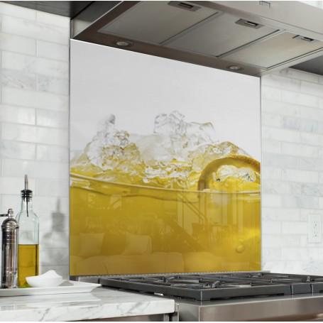 Fond de hotte blanc avec citronade et glaçons