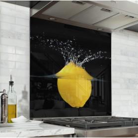 Fond de hotte noir citron jaune plongé dans l'eau
