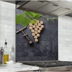 Fond de hotte ardoise avec grappe de raisins en bouchons de liège