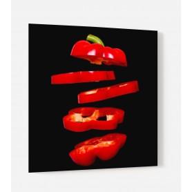 Fond de hotte noir avec rondelles de poivron rouge