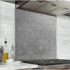 Fond de hotte effet mezzotinte, granit noir et blanc