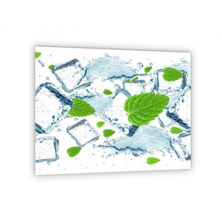 Crédence de cuisine blanche avec feuilles de menthe et glaçons