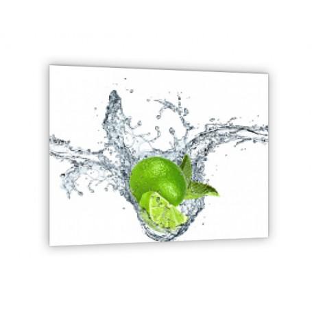 Crédence de cuisine blanche citron vert dans l'eau
