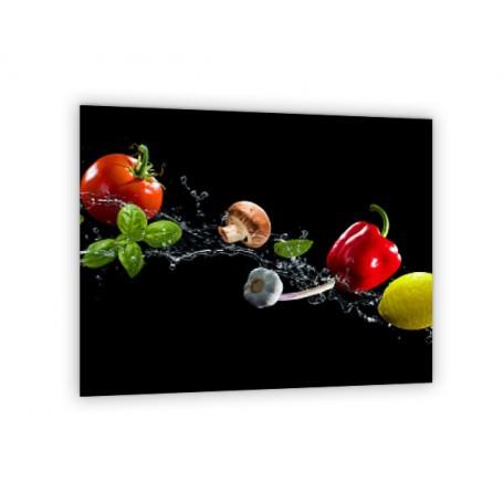 Crédence de cuisine fond noir avec légumes : poivron tomate concombre piment chou