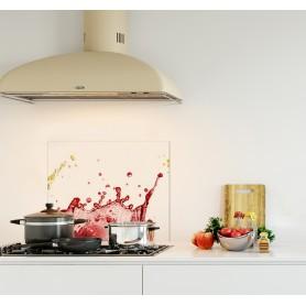 Crédence de cuisine blanc avec éclaboussures de jus de fruit orange framboise