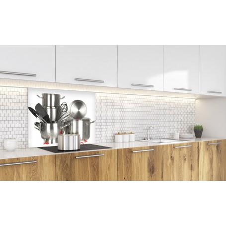 Fond de hotte blanc avec ustensiles de cuisine en inox