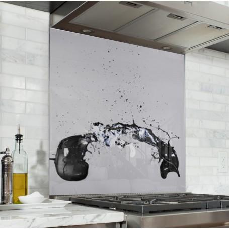 Fond de hotte blanc avec explosion peinture noire