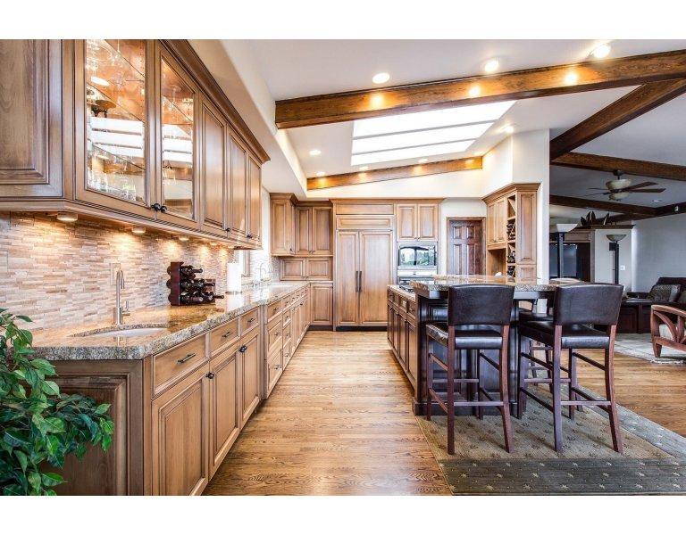 Comment nettoyer correctement les crédences de cuisine en bois, verre, aluminium et autres matériaux ?